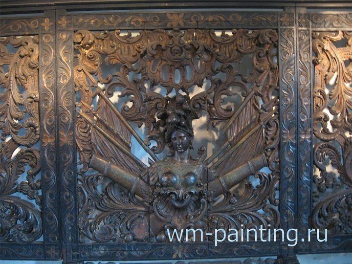 Деталь настенного деревянного панно с аллегорическим изображением победы голландской Ост-Индской компании.