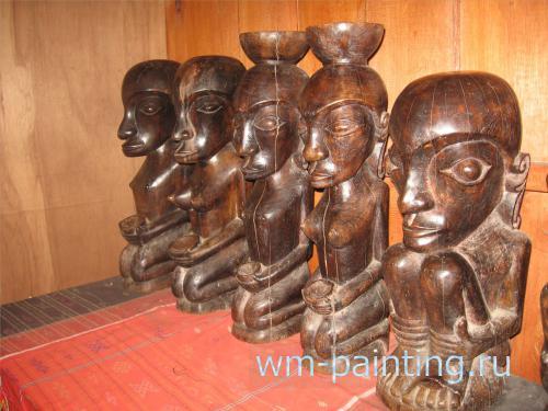 Изображения женщин с чашами на голове или держащими чаши в руках использовались шаманом дату входе специальных ритуалов
