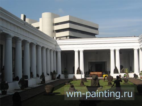 Внутренний двор музея. Коллекция скульптуры. - Джакарта. Национальный музей истории и культуры Индонезии.