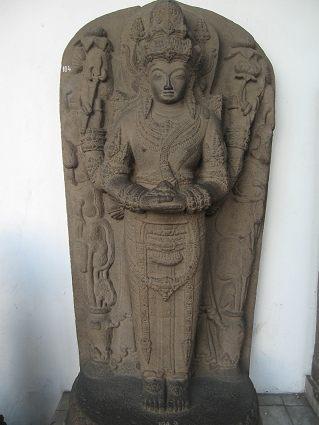 Ардханаришвара. Остров Ява. XIV век. Скульптура - Джакарта. Национальный музей истории и культуры Индонезии