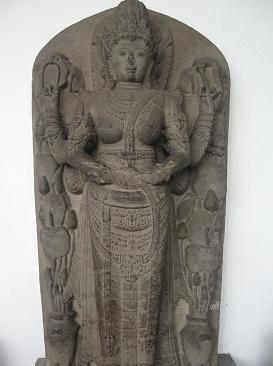 Королева Трибхуваноттунггадеви (годы правления 1328 – 1350) в образе Парвати. Чанди Римбу, Восточна Ява.