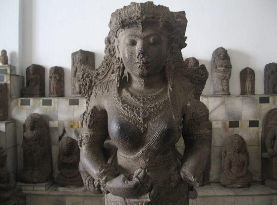Статуя королевы Маджапахит Рату Сухита (1429 – 1447 годы правления). Восточная Ява, Тулунгагунг, Джебук.