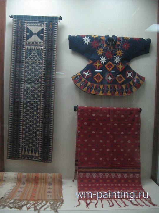 Традиционны одежды народа тораджи. Юг острова Сулавеси - коллекция текстиля - Национальный музей истории и культуры Индонезии.