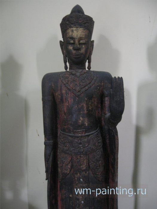 Будда (Абхайямудра). XVII век. Дерево, черный и красный лак, золочение.