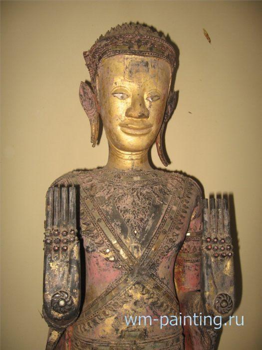 Будда (Абхайямудра). XVIII век. Дерево, черный и красный лак, золочение, инкрустация.