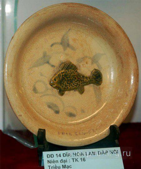 Тарелка с изображением синих водорослей и морской рыбы. XVI век.