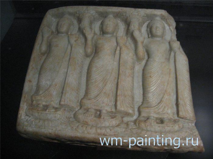 Мраморное изображение трех будд – Будда Амитабха, Будда Гаутама, Будда Майтрея. VII в. Сигирия.