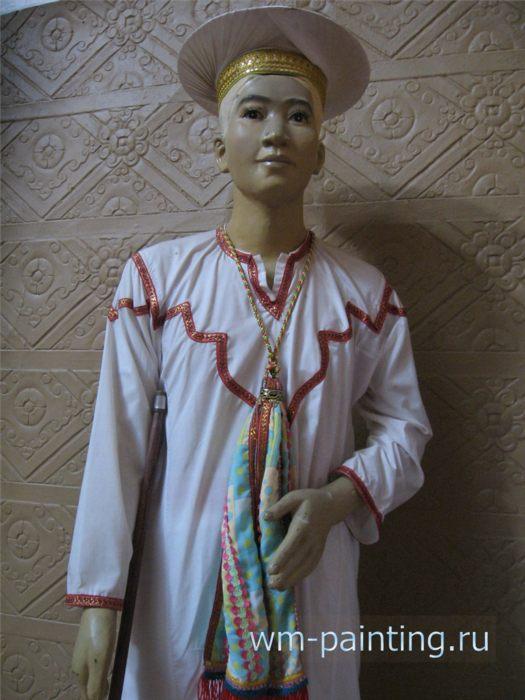 Традиционный костюм религиозного лидера народности Чам Бани. - Музей и центр культуры народа Чам, Вьетнам