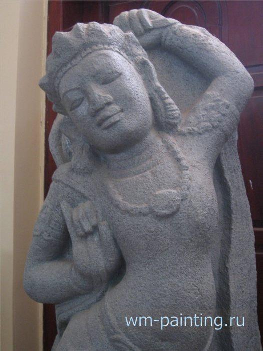 Апсара - современная чамская скульптура.