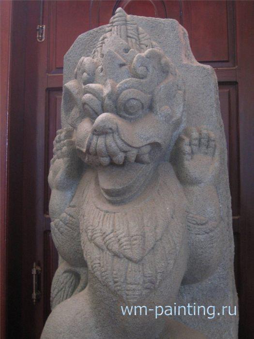 Копия гигантской скульптуры из чамского храма XII века.