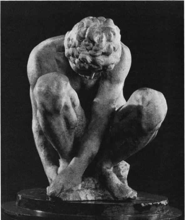 Скорчившийся мальчик, скульптура Микеланджело